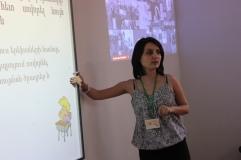 Զարուհի Բաթոյանն է: Խոսում էր հաշմանդամության սոցիալական մոդելի մասին: