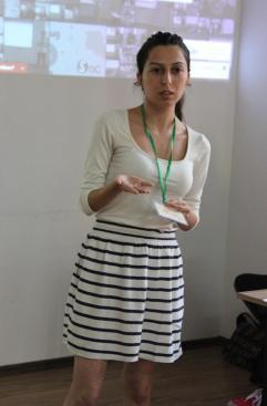 Զարուհի Սիմոնյանն է: Խոսում էր հայաստանյան երիտասարդների քաղաքացիական ակտիվ գործունեության վերարտադրության սոցիալ-մշակութային հնարավորություններից: